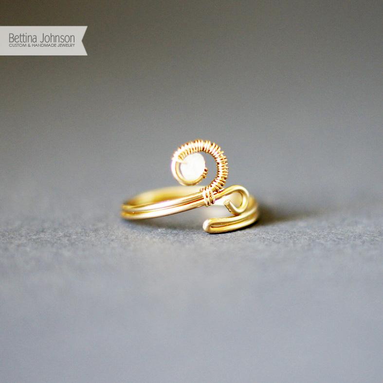14k-gold-swirl-ring-by-bettina-johnson-jewelry