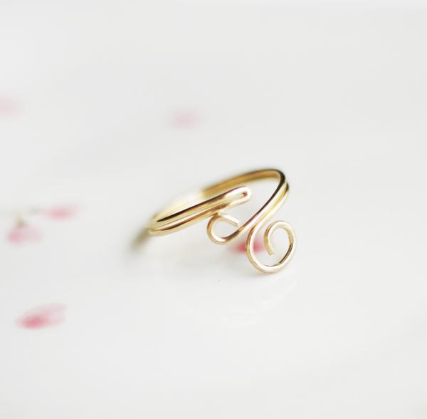 DIY Swirl Ring by Bettina Johnson