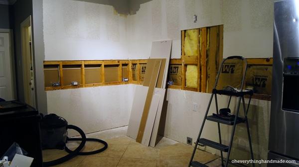 Kitchen // Removing Base cabinet, Countertops & Backsplash