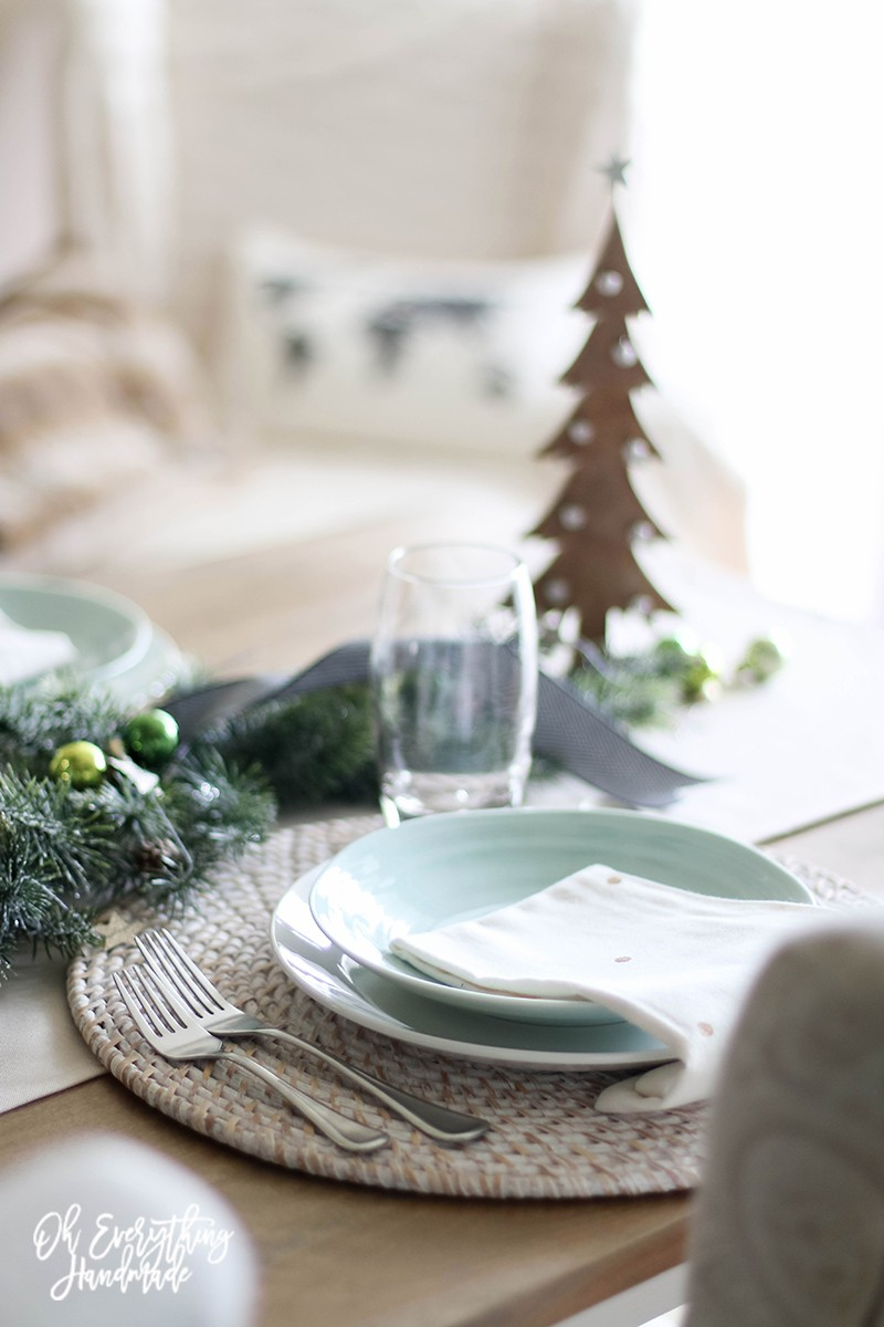 Christmas Table Blog Hop 2015 - oheverythinghandmade Plate Setting3
