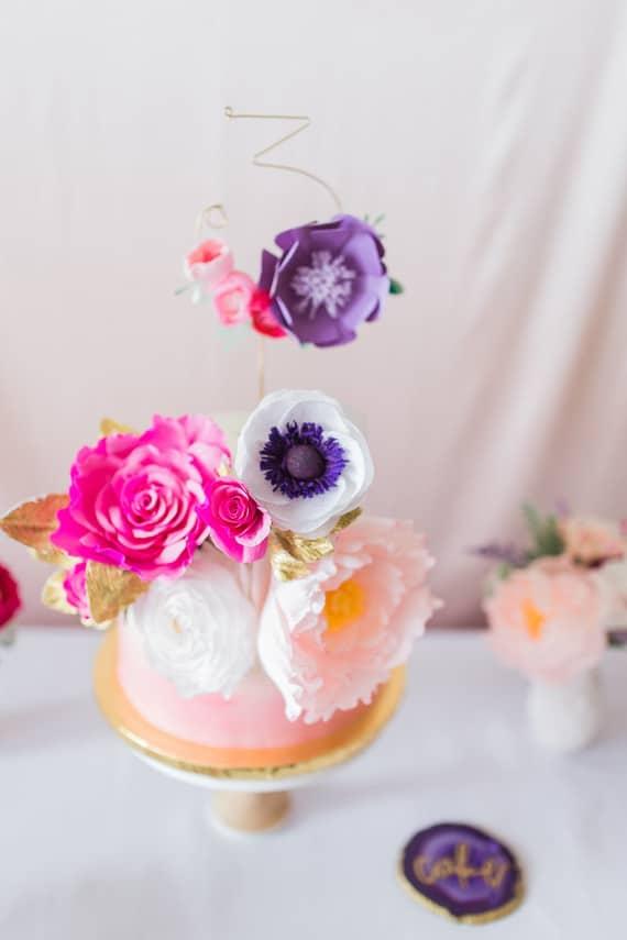 Photographer: Fulleylove Photography   Cake & Cupcakes: Whisk Bakery Houston via 100layercakelet.com