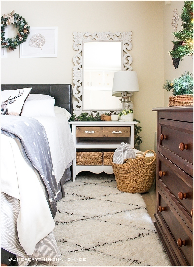 Christmas Bedroom Home tour - OEH - Featured-long